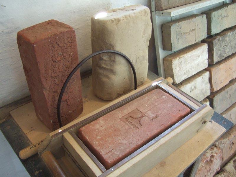 Form für handgestrichene Ziegel, historische Ziegelei Glindow
