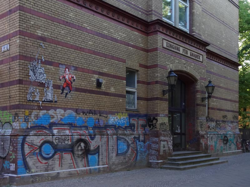 Eingang für Knaben, ehemalige Gemeindeschule Kreuzberg