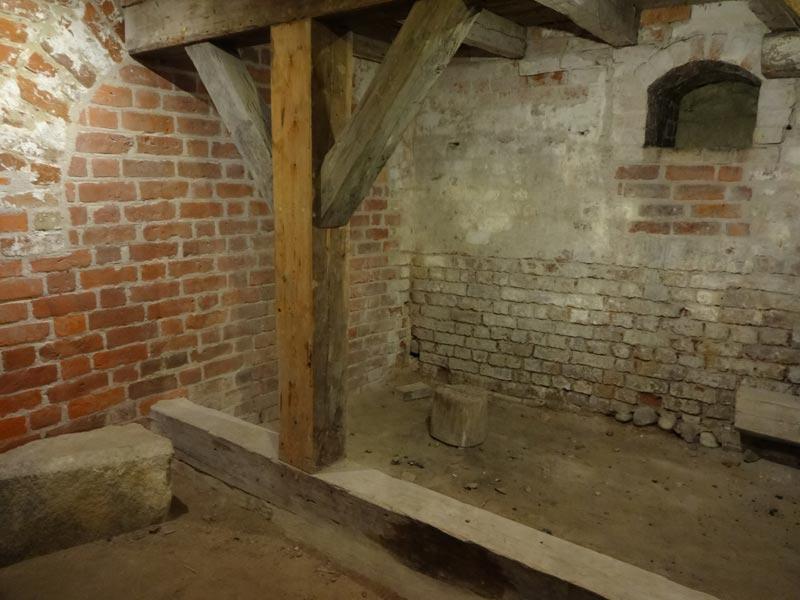 Eichenpfähle - der mittlere Kellerraum - Schloss Nyborg